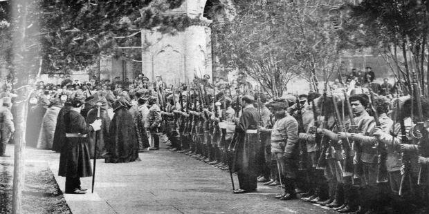 الظروف التي رافقت تأسيس الجمهورية الأولى