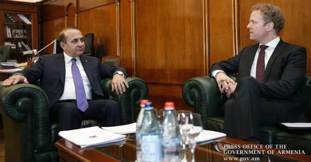 أبراهاميان يلتقي القائم بأعمال السفارة السويدية في أرمينيا