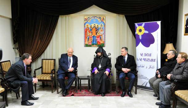 بعد لقائهم الأسد، أعضاء مجلس الشيوخ الفرنسي يزورون الكنيسة الأرمنية