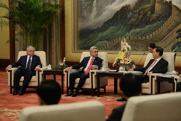 كبير المشرعين الصينيين يجتمع مع ساركيسيان