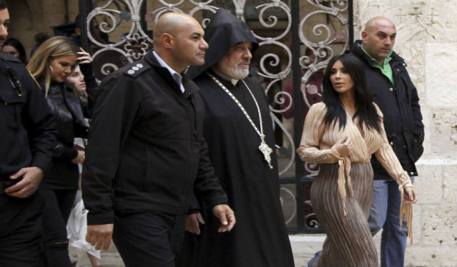 كيم كارداشيان تتجه من أرمينيا إلى إسرائيل لتعمد أبنتها في الحي الأرمني