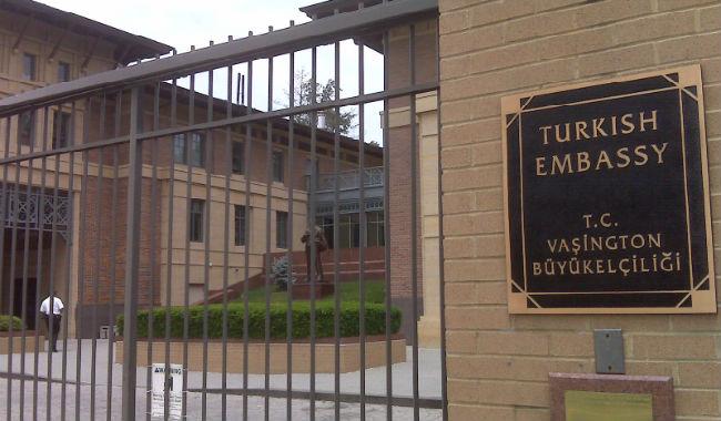 واشنطن.. أتراك أمريكا يخيمون على رصيف سفارة بلادهم خوفا من الأرمن