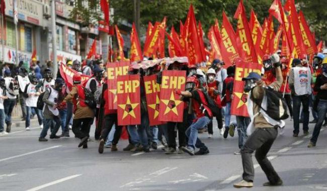 مظاهرة حاشدة في اسطنبول والشرطة تستعمل الغاز المسيل للدموع
