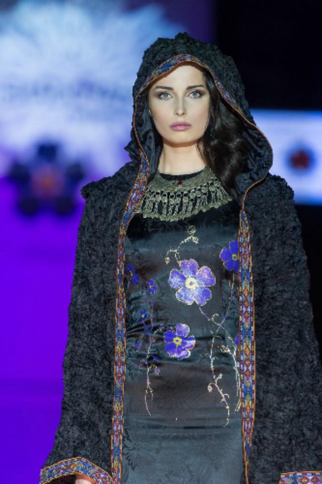 صورة من اسبوع الموضة في موسكو التي هي الأخرى احيت مئوية الإبادة الأرمنية