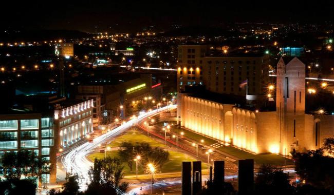 مبنى بلدية يريفان ليلا
