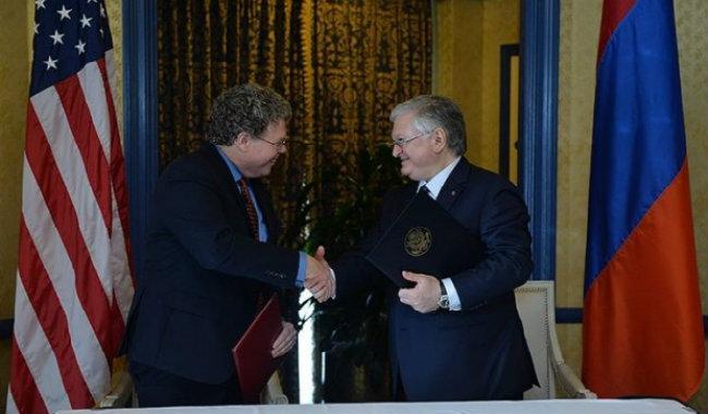 يريفان وواشنطن توقعان على اتفاقية هامة في مجال التجارة والإستثمار