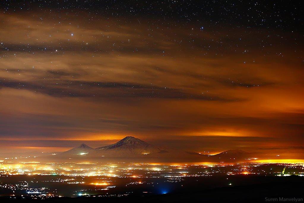 صورة: مشهد مسائي مبهر لجبال آرارات من على قمة آراكاتس