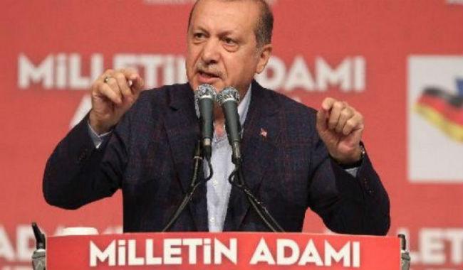 أردوغان يهدد صحيفة تركية بعد نشر صور لأسلحة أرسلها لجهاديين في سوريا