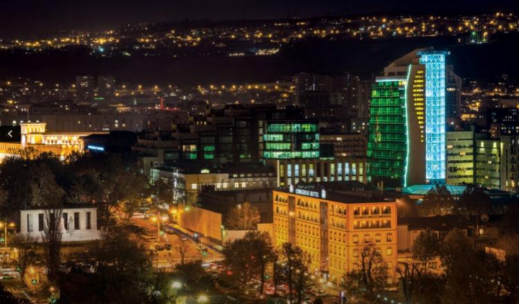صورة: مشهد ليلي لمركز إيليت بلازا التجاري في يريفان
