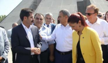 رؤساء بلديات فان، بيتليس ونورشين الأرمنية الغربية يزورون نصب شهداء الإبادة