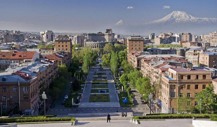 صورة: يريفان وجبال آرارات من على مدرج الكاسكاد