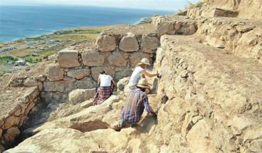حفريات تكشف عن جدران قلعة أورارتو قرب فان لأول مرة منذ 2700 سنة
