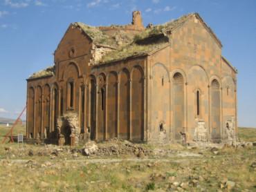 كاتدرائية آني في مدينة آني المحتلة بأرمينيا الغربية
