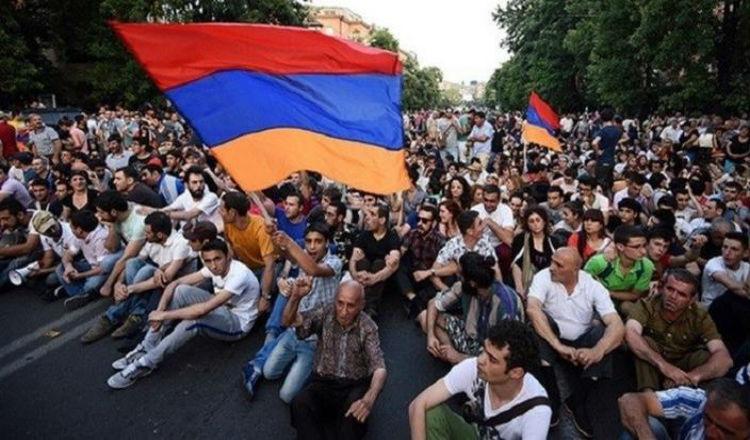 """أرمينيا: دروس أمريكية في """"الثورة الملونة"""" المقبلة"""