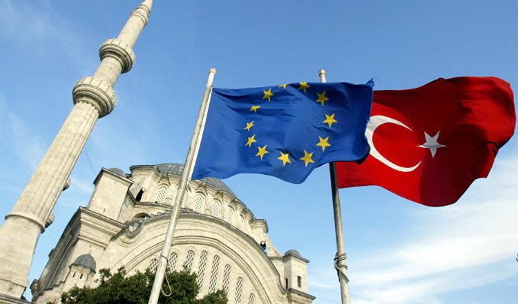 بروكسل توصي إلغاء تأشيرة الدخول للأتراك الراغبين التوجه إلى أوروبا