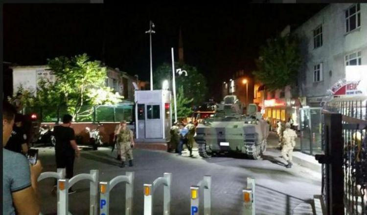 عاجل: انقلاب عسكري في تركيا.. الجيش يسيطر وأردوغان يختفي عن الانظار
