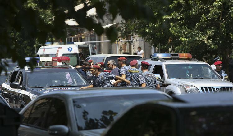 إطلاق سراح جميع الرهائن المحتجزين داخل مركز الشرطة فى أرمينيا
