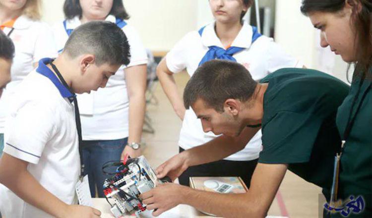 طالبان أرمنيان يبتدعان روبوت يمكنه الدوران والبحث عن الحرائق