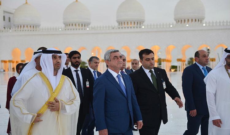 ساركيسيان يزور جامع الشيخ زايد في أبو ظبي – صور