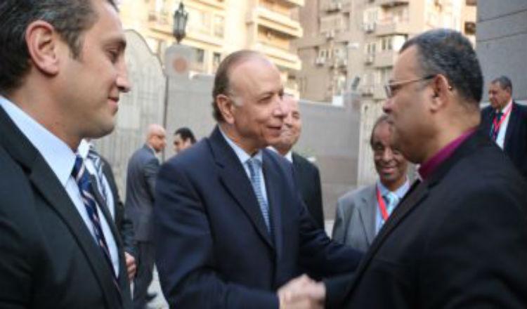 محافظ القاهرة يشارك الأرمن قداس عيد القيامة