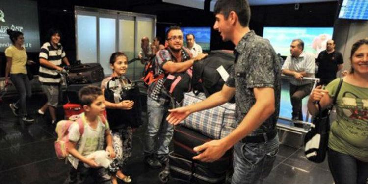 صورة أرشيفية لوصول عدد من العائلات السورية الأرمنية إلى مطار العاصمة الأرمنية يريفان قبل عامين