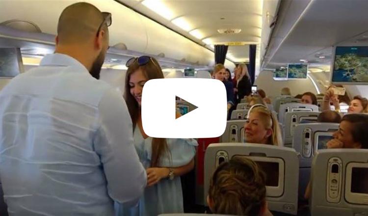 بالفيديو: شاب يطلب يد حبيبته على متن رحلة من بيروت إلى أرمينيا