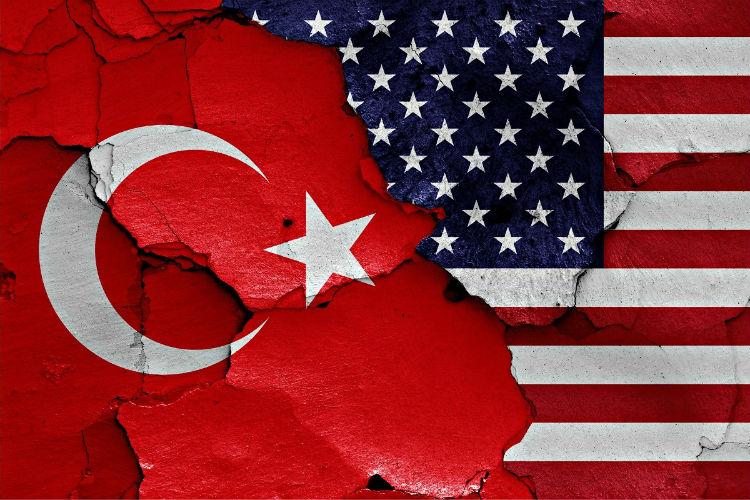 توتر أمريكي تركي.. واشنطن توقف منح التأشيرات للأتراك وأنقرة تردّ بالمثل
