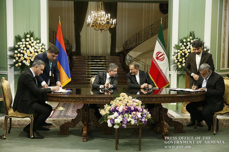 إيران وأرمينيا توقعان على مذكرات تفاهم وتعاون مشترك