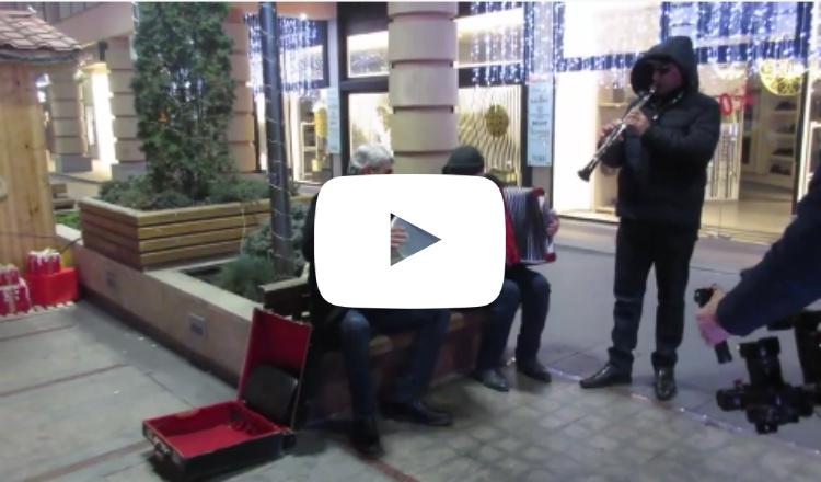 كيف تم أداء أغنية (Jingle Bells) في شارع هيسوسايين وسط يريفان