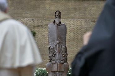 بمشاركة البابا فرنسيس.. تدشين تمثال القديس كريكور ناريكاتسي في الفاتيكان
