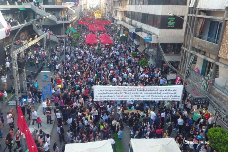 حشود غفيرة في شارع أشيجيان للمشاركة في مهرجان برج حمود 2018
