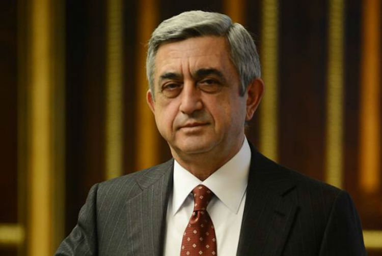 سيرج ساركيسيان يوجه رسالة لأعضاء حزبه ويدعوهم لإجتماع هام