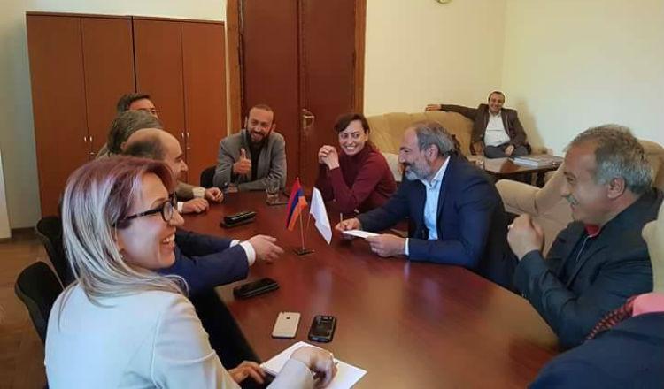 استعدادا لليوم الكبير.. باشينيان يلتقي الفصائل البرلمانية