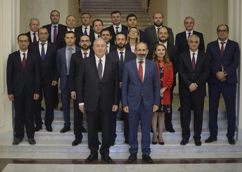 أعضاء حكومة باشينيان يؤدون اليمين الدستورية أمام رئيس الجمهورية