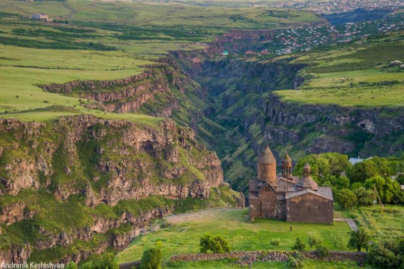 مشهد ربيعي جوي لدير المزامير، ساغموسافانك