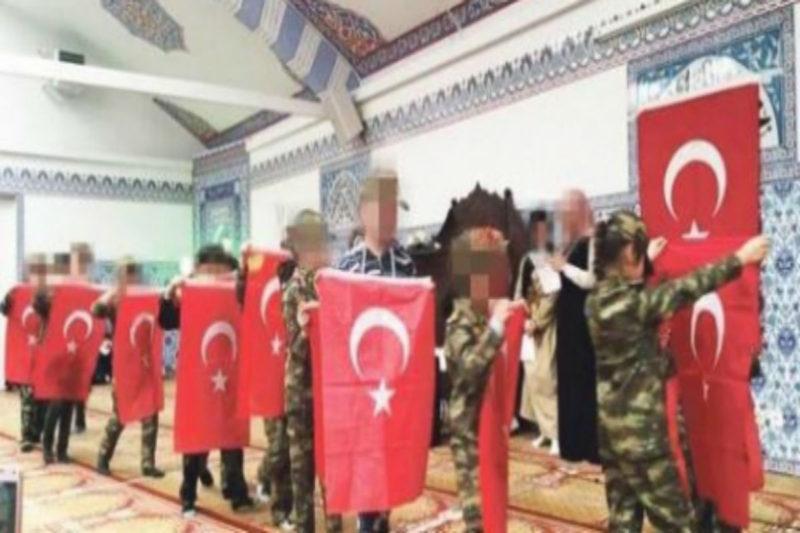 النمسا تغلق 7 جوامع وتطرد أئمة مدعومون من تركيا