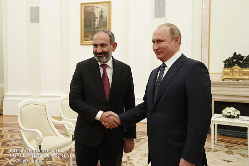 على هامش كأس العالم: باشينيان يلتقي بوتين في الكرملين