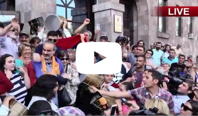 """إطلاق سراح قائد مجموعة """"ساسنا تزرير"""" المعارضة اللبناني الأرمني جيراير سيفيليان"""