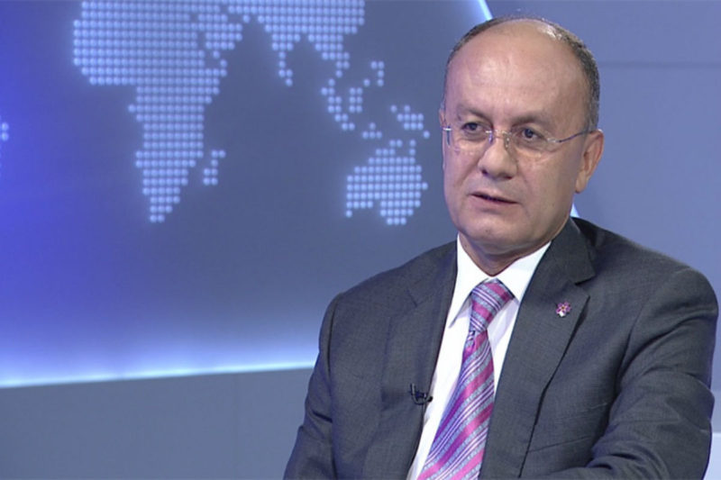 وزير الدفاع السابق بأرمينيا قد يتعرض للاستجواب في قضايا رشوة واختلاس