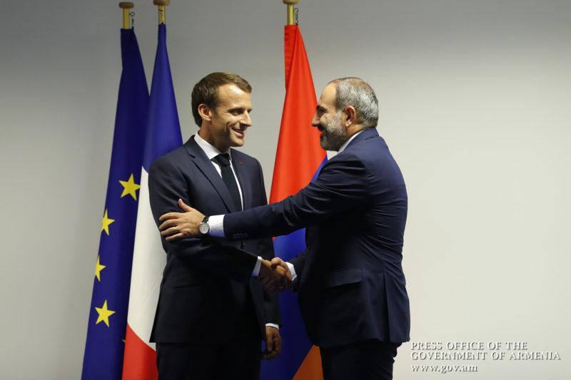 لقاء مشترك بين باشينيان وماكرون في مقر الناتو، بروكسل