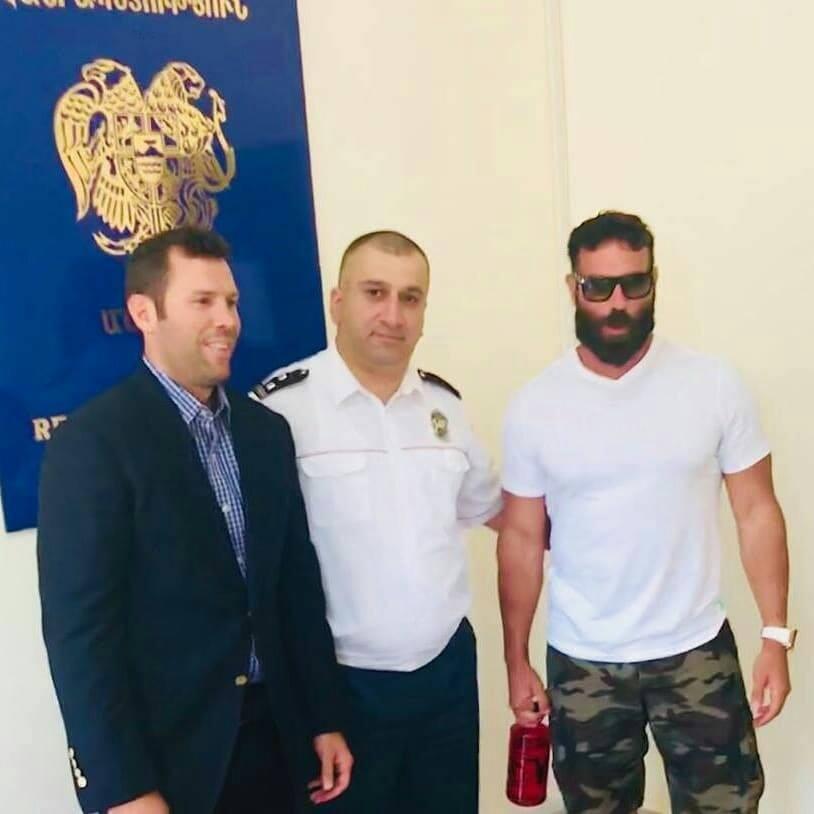 ملك إنستجرام.. دان بيلزيريان يصل أرمينيا للحصول على الجنسية الأرمينية