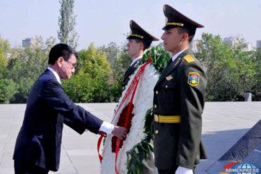 وزير خارجية اليابان يزور نصب شهداء الإبادة الجماعية الأرمنية
