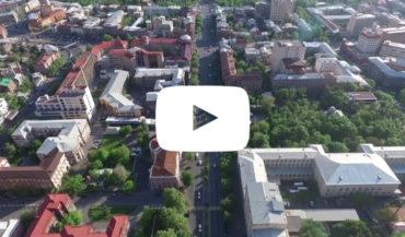 فيديو من سماء العاصمة يريفان مصورة من فوق شارع آبوفيان الشهير