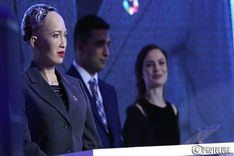 انطلاق المنتدى الاقتصادي للفرانكوفونية في يريفان بمشاركة الروبوت صوفيا