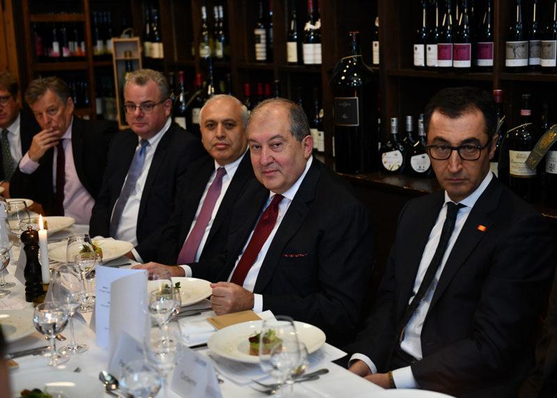 الرئيس آرمين ساركيسيان يشارك في مناقشات مؤتمر ميونخ للأمن الدولي