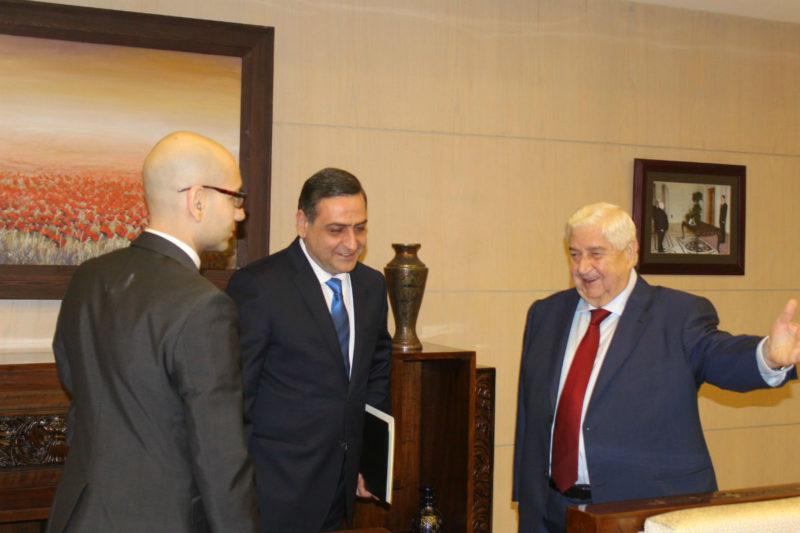 وليد المعلم يتسلم أوراق اعتماد ديكران كيفوركيان سفيرا لأرمينيا
