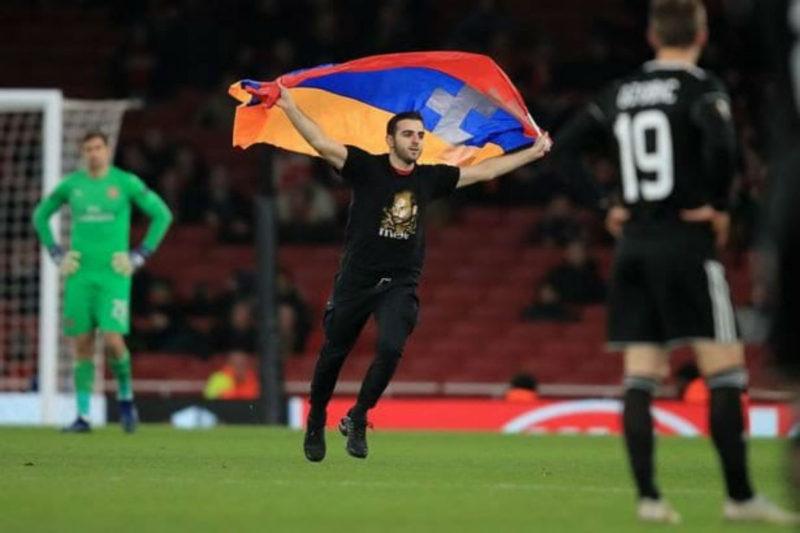 شاب أرمني يجتاح مباراة أرسينال وكارباغ اغدام (الأذري)