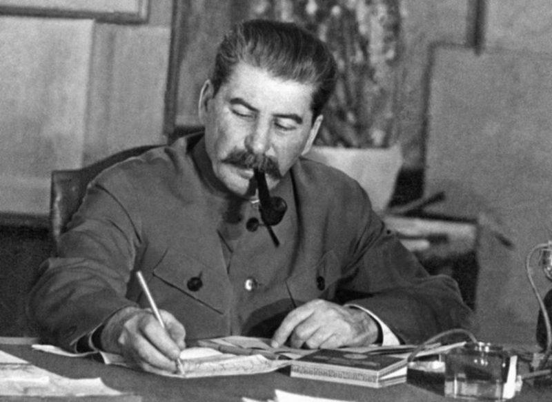 من حماقات ستالين.. بقلم آرا سوفاليان