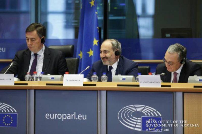 باشينيان: تقاربنا مع أوروبا وروسيا لا يفترض وجود مؤامرة ضد أي منهما