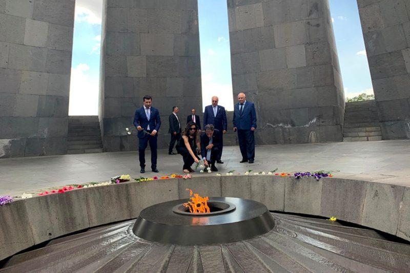 السفير الجديد لإسرائيل لدى أرمينيا يزور نصب شهداء الإبادة الجماعية في يريفان